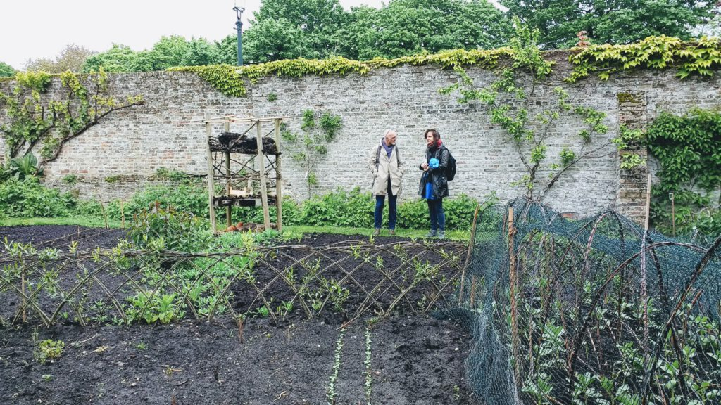 De dichters in de tuin